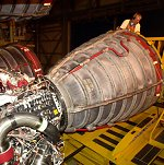 Shuttle main engine inspection (NASA/KSC)